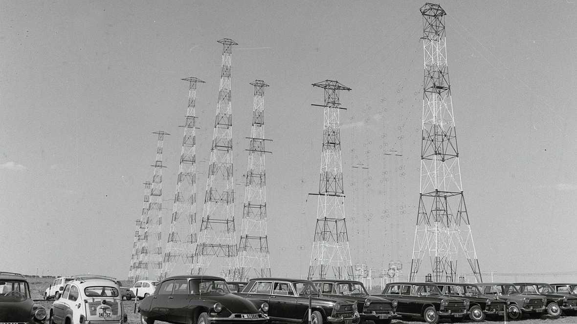 Documentos en RNE - 75 Años de Radio Nacional. Del parte de guerra a la radio pública - 25/08/12 - escuchar ahora