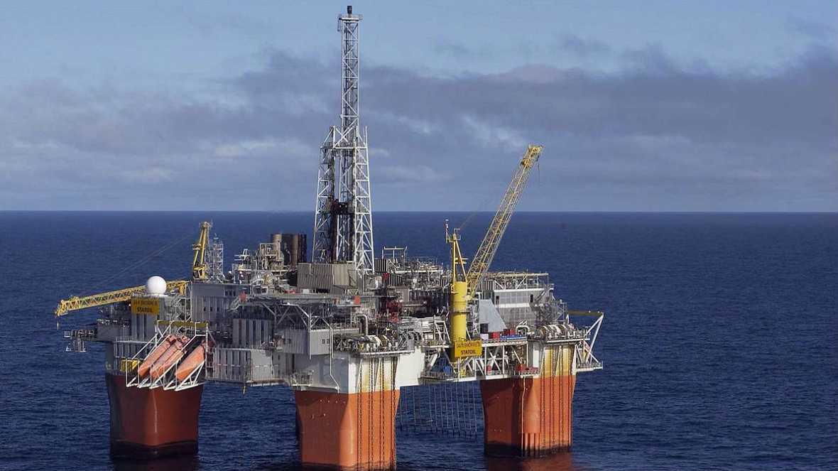 Diario de las 2 -  Pros y contras de la caída del precio del petróleo - Escuchar ahora