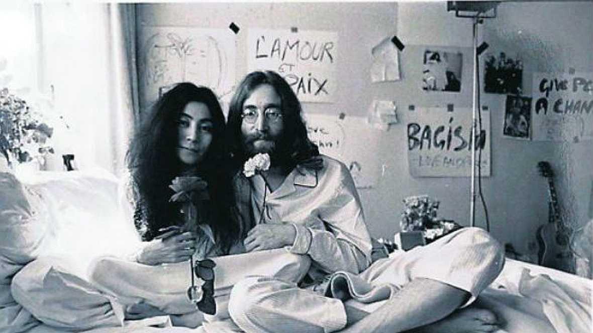 Viaje al centro de la noche - John y Yoko: Rueda de prensa desde la cama - 20/11/14 - escuchar ahora