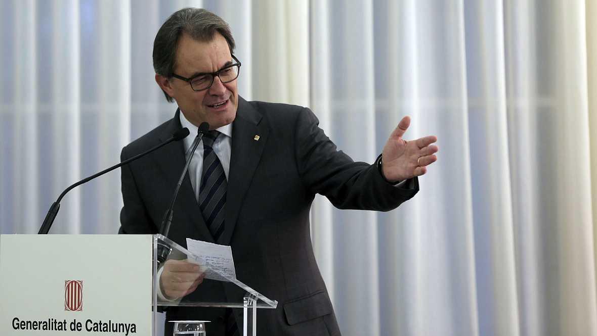Boletines RNE - Presentada la querella contra Mas, Ortega y Rigau - 21/11/14 - Escuchar ahora