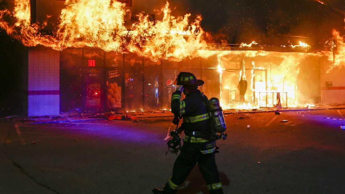 Boletines RNE - Aumenta la violencia en Ferguson, Estados Unidos - 25/11/14 - Escuchar ahora