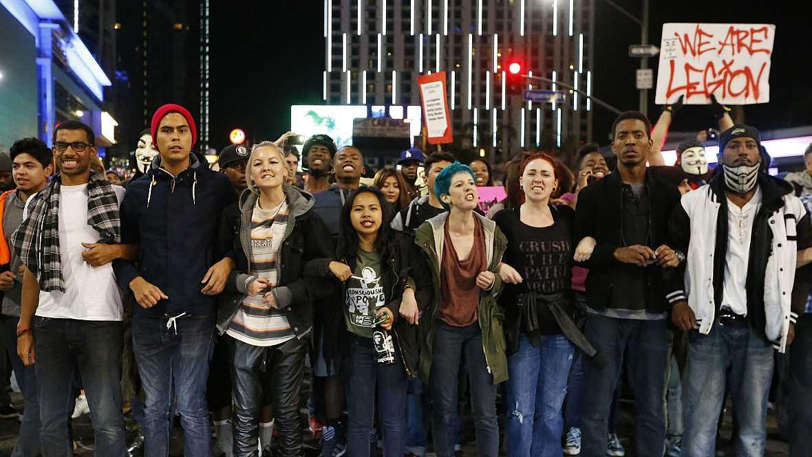 Radio 5 Actualidad - Ferguson evidencia la cuestión racial en Estados Unidos  - 26/11/14 - Escuchar ahora