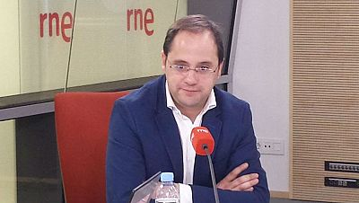 Boletines RNE - César Luena defiende la destitución de Tomás Gómez - 12/02/15). - Escuchar ahora
