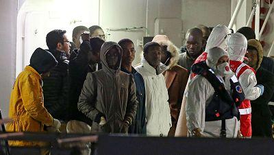 Las mañanas de RNE - Detenidas dos personas por el naufragio en el Mediterráneo - Escuchar ahora