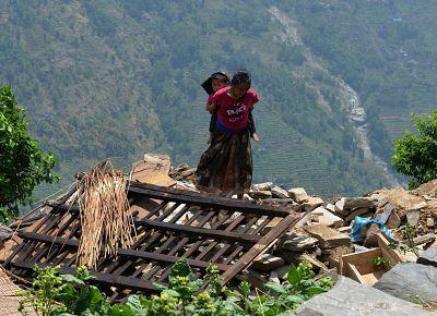 Boletines RNE - Nuevo terremoto en Nepal. Los 152 españoles están bien - Escuchar bien
