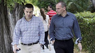 Boletines RNE - Varufakis pide que el rescate a Grecia comience de cero - Escuchar ahora