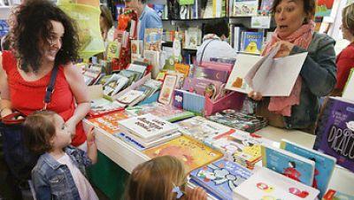 Radio 5 Actualidad - La Feria del Libro de Madrid incrementa un 6% sus ventas - Escuchar ahora