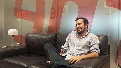 """24 horas - Alberto Garzón, líder de IU: """"Hienas financieras y un puñado de burócratas de la UE se molestan por convocar un referéndum' - 29/06/15 - Escuchar ahora"""