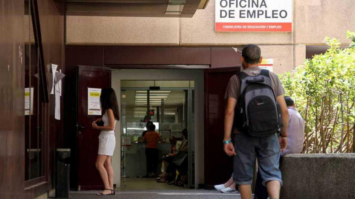 Diario de las 2 - Por quinto mes consecutivo baja el paro en España - Escuchar ahora
