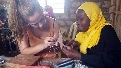 Entre paréntesis - Alma en Pena, sandalias españolas hechas en Kenia - Escuchar ahora