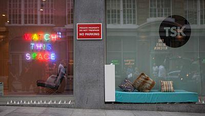 En la calle alguien - Spaces Not Spikes: colchones y libros contra pinchos anti-sintecho - Escuchar ahora