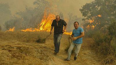 Las mañanas de RNE - El incendio de Cualedro en Ourense sigue activo y amenaza varias casas - Escuchar ahora