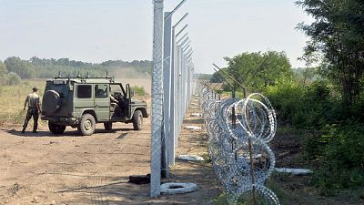 Boletines RNE - Austria incrementa los controles en la frontera con Serbia con una polémica valla - 31/08/15 - Escuchar ahora
