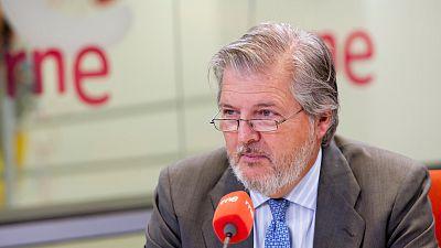 Radio 5 Actualidad - Méndez de Vigo anuncia que los colegios tendrán una persona encargada de atender a los niños que sufran acoso - Escuchar ahora