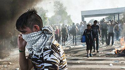 Las mañanas de RNE - Hungría emplea gases lacrimógenos para impedir que los refugiados crucen la frontera - Escuchar ahora