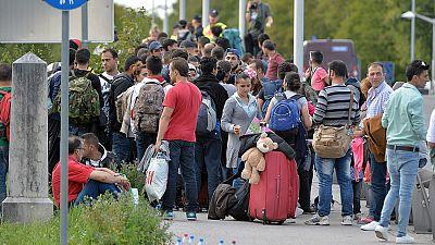 Boletines RNE - El Parlamento Europeo respalda el reparto de 120.000 refugiados - Escuchar ahora