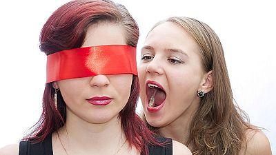 Entre par�ntesis - Se incrementa la violencia de los hijos hacia los padres - Escuchar ahora