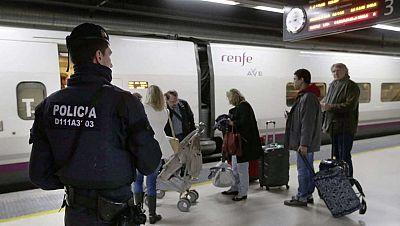 Boletines RNE - Los trenes de la línea de AVE entre Tarragona y Figueras, parados por un robo de cable de cobre - Escuchar ahora