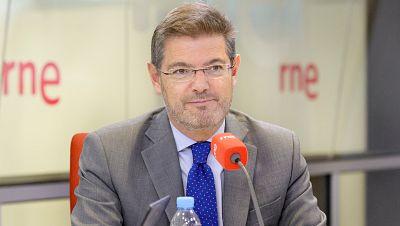 Radio 5 Actualidad - Rafael Catalá: Si se promueven normas que inclumplan la ley en Cataluña, se recurrirá al TC - Escuchar ahora