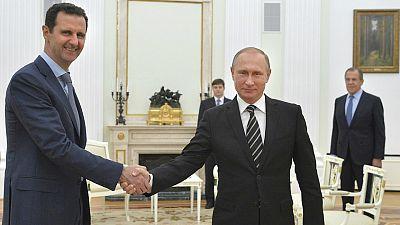 Boletines RNE - Bassar Al Assad sale de Siria para reunirse en Moscú con Vladimir Putin - Escuchar ahora