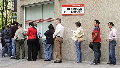 Boletines RNE - El paro baja en 298.200 personas en el tercer trimestre - Escuchar ahora