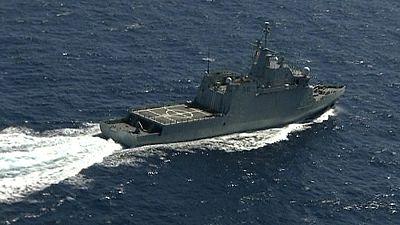 Las mañanas de RNE - Continúa la búsqueda de los militares desaparecidos y se intenta sacar a flote la cabina del helicóptero - Escuchar ahora