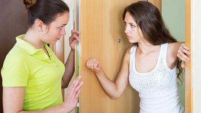 España vuelta y vuelta - Cómo solucionar los problemas más frecuentes con tus vecinos - Escuchar ahora