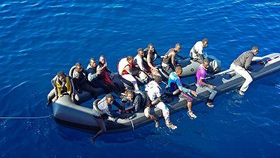Boletines RNE - 35 personas continúan desaparecidas en aguas del mar de Alborán - Escuchar ahora
