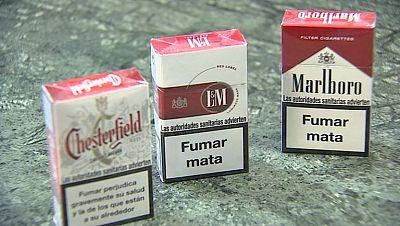 Entre paréntesis - ¿Tienen efecto los textos e imágenes de los paquetes de tabaco? - Escuchar ahora