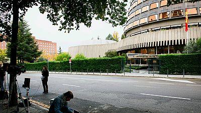 Boletines RNE - El Tribunal Constitucional admite a trámite los recursos de amparo de Ciudadanos, PSC y PP - Escuchar ahora