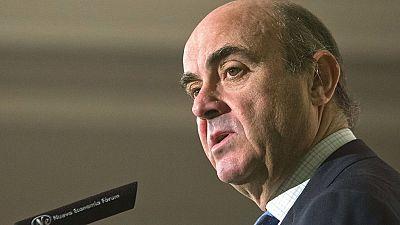 Las mañanas de RNE - Guindos insiste en que España cumplirá el déficit y no serán precisos más recortes - Escuchar ahora