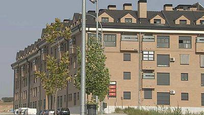 Boletines RNE - La compraventa de viviendas subió casi un 14% en septiembre con respecto a 2014 - Escuchar ahora