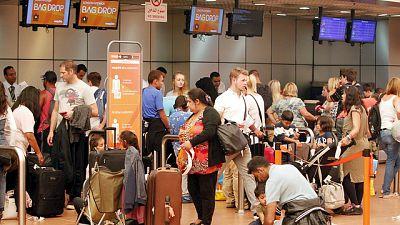 Boletines RNE - Easy Jet cancela sus vuelos de repatriación de británicos varados en Sharm al Shaij - Escuchar ahora
