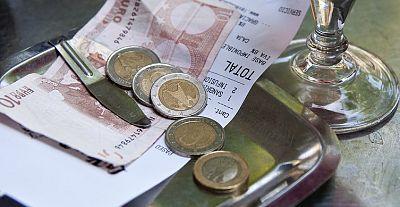 Diez minutos bien empleados - Propinas: �complemento para salarios bajos? - 09/11/15 - Escuchar ahora