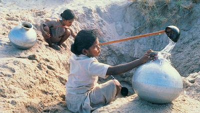 Entre paréntesis - Contaminar el agua, una nueva arma de guerra - Escuchar ahora