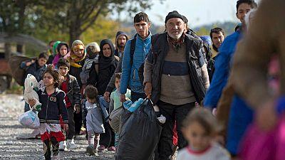 Boletines RNE - La Unión Europea y África celebran una cumbre para tratar de frenar el flujo de migrantes en el Mediterráneo - Escuchar ahora