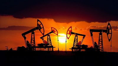 Boletines RNE - La Agencia Internacional de la Energía alerta del aumento del stock de petróleo - Escuchar ahora
