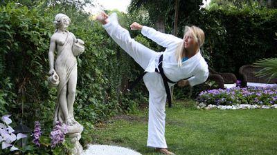 Esto me suena. Las tardes del Ciudadano García - La karateca española Marisa Rozalén, primera mujer en la historia en conseguir el 8º Dan - Escuchar ahora