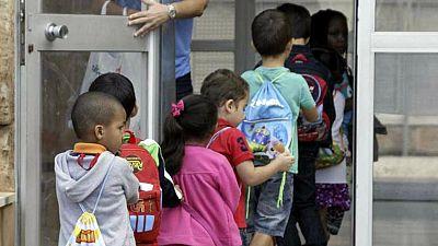 Entre paréntesis - Uno de cada tres niños en España, por debajo del umbral de la pobreza - Escuchar ahora