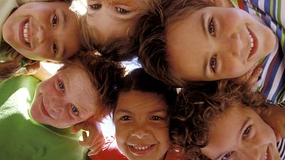 Entre paréntesis - Los niños, los más afectados por las injusticias - Escuchar ahora