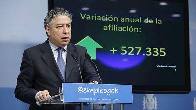 Boletines RNE - El Gobierno vuelve a recurrir al fondo de reserva de la Seguridad Social - 02/12/15 - Escuchar ahora