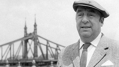Entre paréntesis - 'Neruda: el príncipe de los poetas', la primera gran biografía del chileno que se publica en España - Escuchar ahora