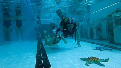 Entre paréntesis - Un belen subacuático solidario - Escuchar ahora