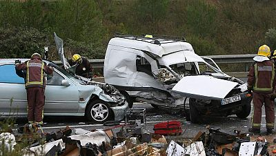 Radio 5 Actualidad - 1.126 personas han fallecido en accidente de tráfico en 2015 - Escuchar ahora