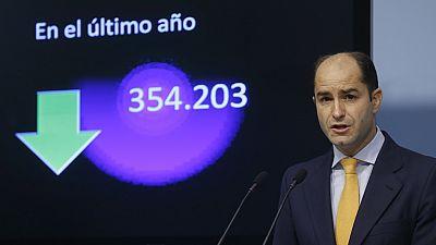 Diario de las 2 - El paro baja en 354.203 personas en 2015 - Escuchar ahora