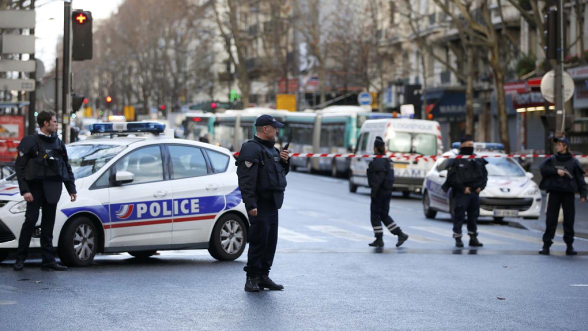 Diario de las 2 - Un hombre armado, abatido a tiros frente a una comisaría en París - Escuchar ahora
