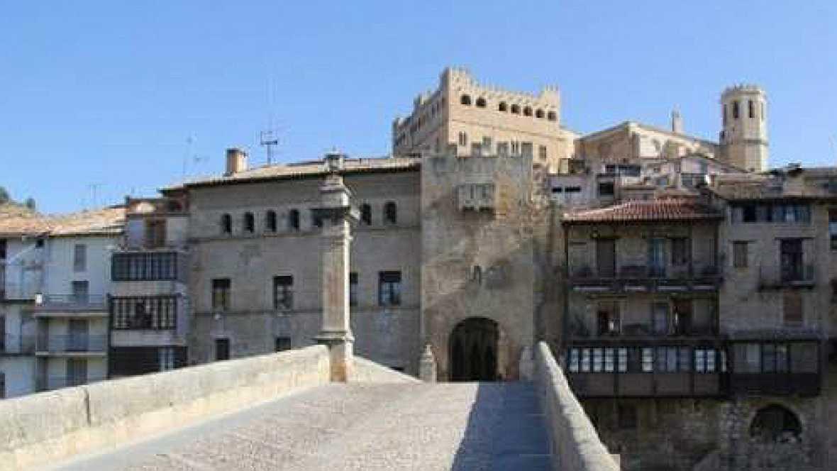 Entre paréntesis - Los 35 pueblos más bonitos de España - 08/01/16 - Escuchar ahora
