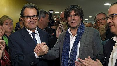 """Cede relevo a Puigdemont que da las gracias y afirma que """"todos hacemos falta"""" - Escuchar ahora"""