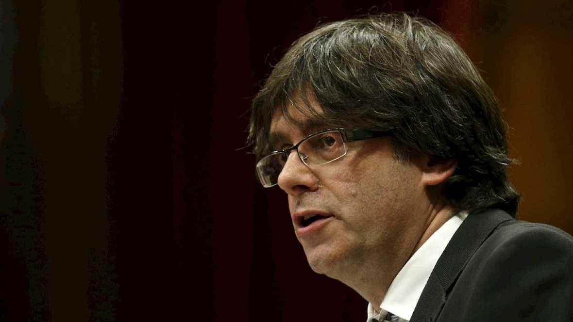 Boletines RNE - Carles Puigdemont renuncia a su cargo como alcalde de Gerona - Escuchar ahora