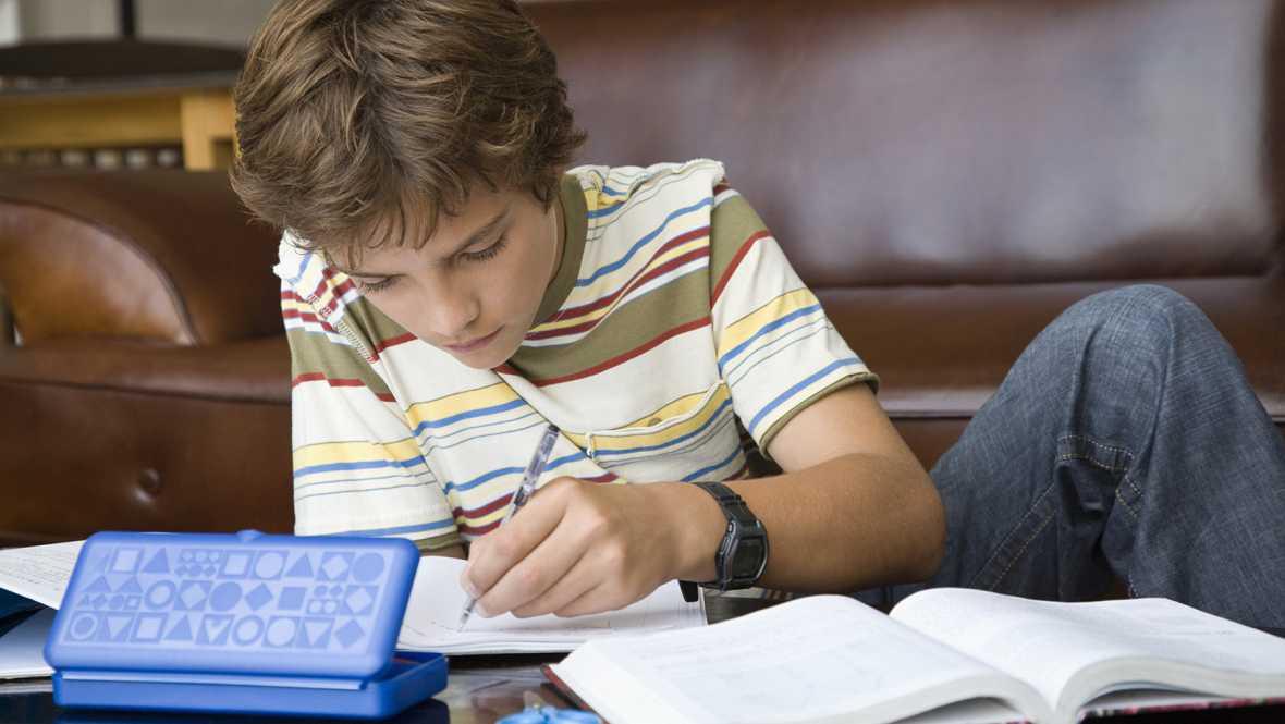 Artesfera - Campaña por la racionalización de los deberes en la escuela - 11/01/16 - Escuchar ahora